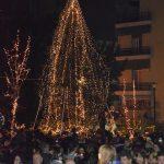 Πλήθος κόσμου στο άναμμα του Χριστουγεννιάτικου δέντρου στη Χαλκίδα