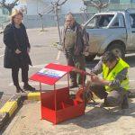 Ξεκίνησε η τοποθέτηση σταθμών σίτισης για τα αδέσποτα ζώα στον Δήμο Χαλκιδέων
