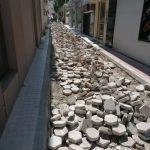 Επεμβάσεις ανακατασκευής του κυβολιθικού οδοστρώματος επί της οδού Τσιριγώτη από τα συνεργεία του Δήμου Χαλκιδέων
