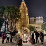 Άναψε το Χριστουγεννιάτικο δέντρο στην πλατεία του Αγίου Νικολάου στη Χαλκίδα